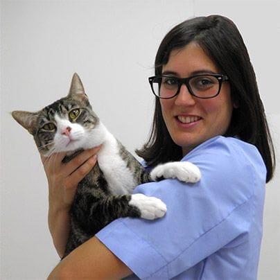 Dra. Fernanda Canoura con uno de sus pacientes
